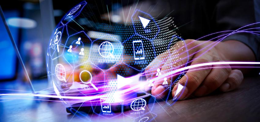 デジタルサイネージとWeb、それぞれ広告では何が違う?効果的な活用方法とは