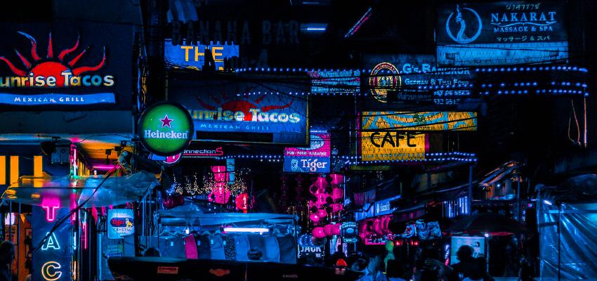 飲食店の集客、売上アップにデジタルサイネージがおすすめなワケ。